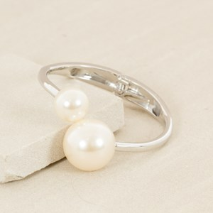 Uneven Pearl Ends Hinged Bangle