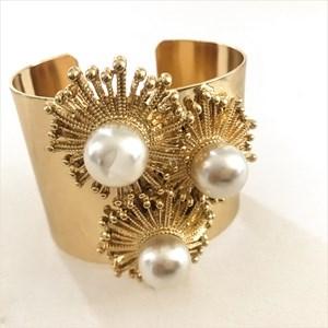 Pearls Metal Spray Drop Bracelet