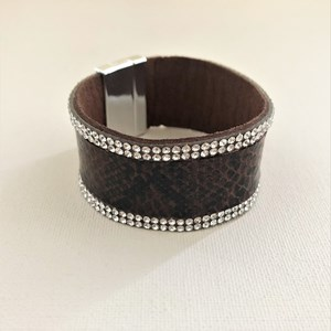Diamante Trim Reptile Magnetic Cuff