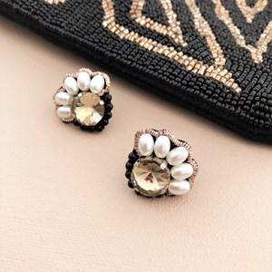 Pearl Edge Jewel Stud Earrings