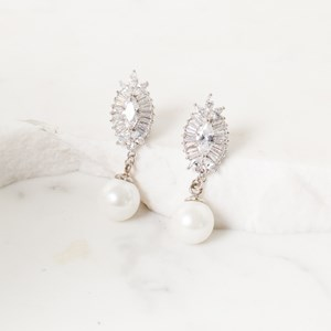 3cm Baguette Almond and Pearl Earring