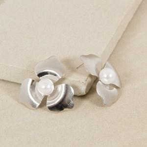 Pearl Centre Metal Flower Stud Earrings