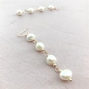 Hand Link FW Pearl Hook Earrings