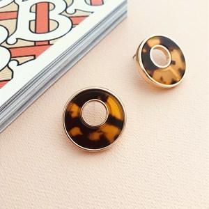 Cut Out Circle Stud Earrings