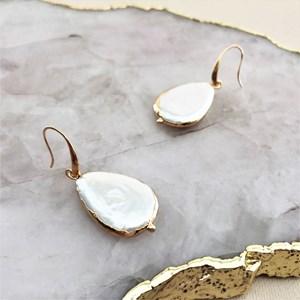 Metal Edge Natural Shell Pearl Hook Earrings