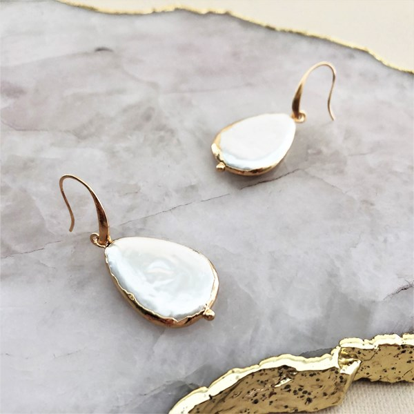 Metal Edge Natural Shell Pearl Hook Earrings