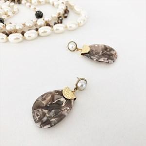 Mottled Resin Teardrop Pearl Top Earrings