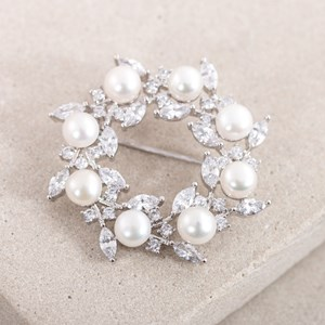Pearl and Diamante Wreath Brooch