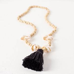 Single Strand Tassel & Shell Necklace