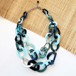 Two Layer Resin Links Necklace