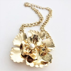 Metal Flower Pearl Centre Short Necklace