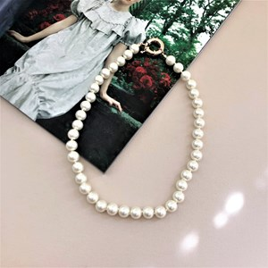 Small Glass Pearl Necklace