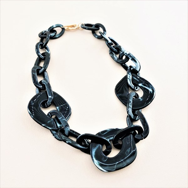 Aria Linked Resin Short Necklace