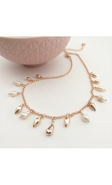 Short Pearl Metal Droplets Necklace