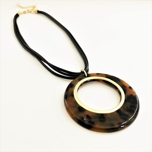 Cord Back Resin Metal Pendant Necklace