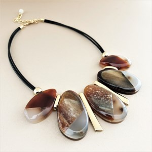 Resin Pod Front Short Necklace