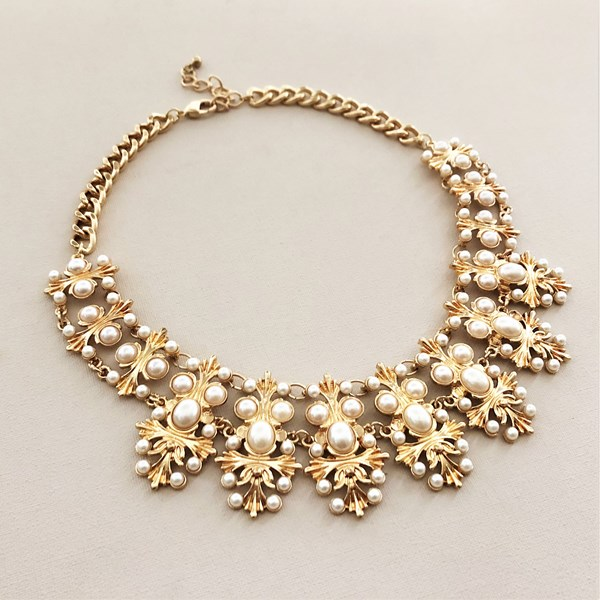 Metal Pearl Elaborate Necklace