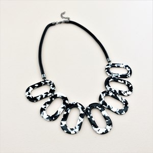 Resin Ovals Snake Chain Back Necklace