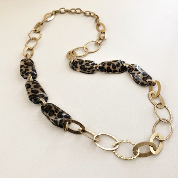 Resin Pods Beaten Metal Chain Necklace