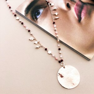 Hand Link Stone Beaten Disk Pendant Necklace