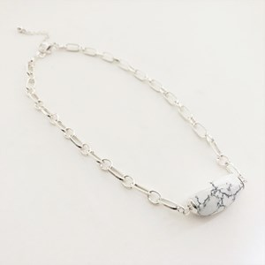 Stone Front Metal Links Necklace