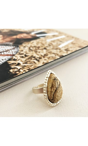 Stone Teardrop Metal Edge Ring