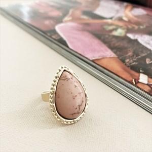 Stone Teardrop Metal Edge Ring
